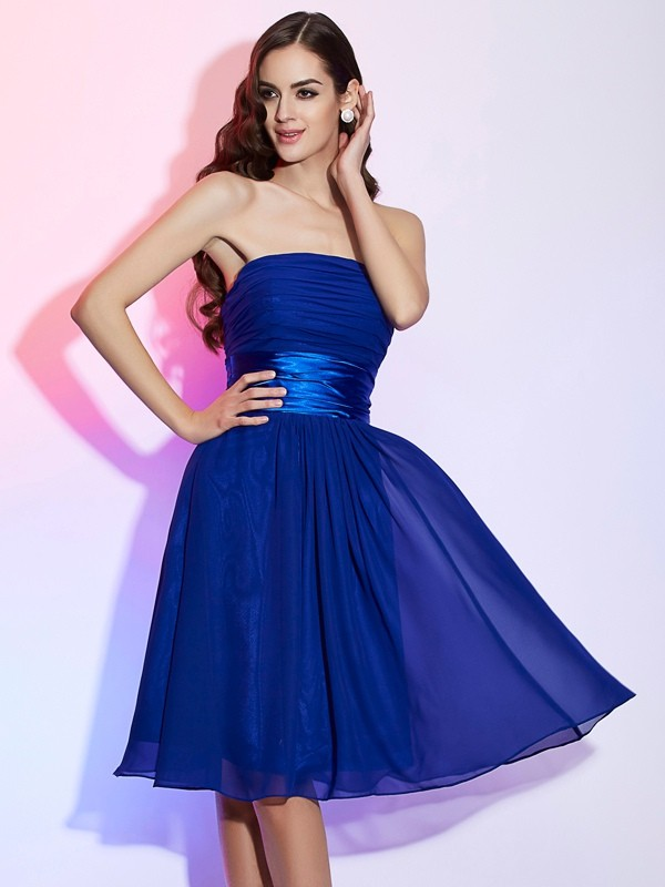 A-Line/Princess Strapless Chiffon,Silk like Satin Sleeveless Knee-Length Dresses
