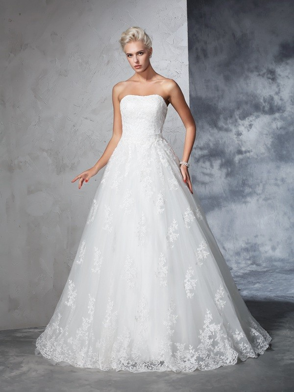Ball Gown Strapless Lace Sleeveless Court Train Wedding Dresses