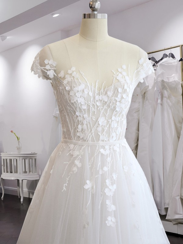 A-Line/Princess V-neck Chiffon Short Sleeves Court Train Wedding Dresses